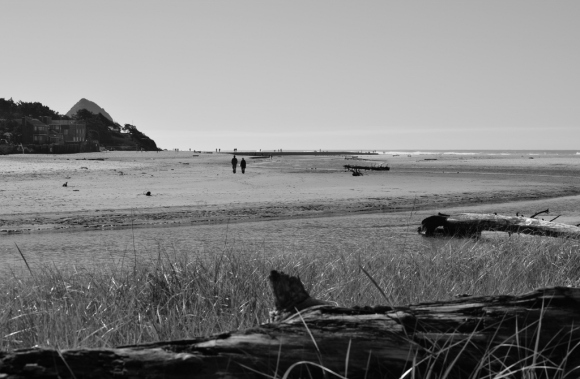 people-at-cannon-beach-2-1024x670